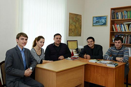 Сотрудники нашей кафедры. Ренат Беккин (сидит второй справа)