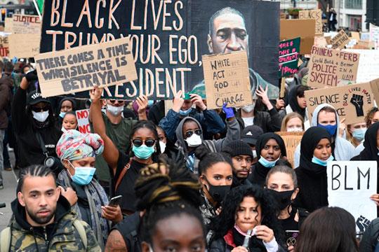 «Сейчас мывидим, что уже вторую неделю идут все эти протесты ипогромы. Номыпрактически невидим признаков существования этих так называемых белых организаций, особенно этих самых «альтернативных правых»
