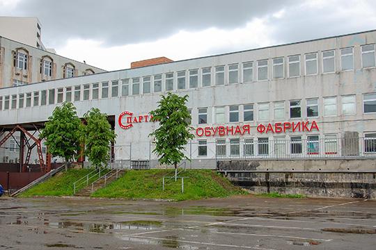 Как стало известно «БИЗНЕС Online», конкурсный управляющий обувной фабрики «Спартак» Артур Зайнутдинов выставил на открытые торги ее бренды, в том числе и известнейший торговый знак с почти столетней историей — «Спартак»
