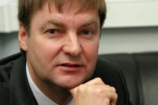 «Гомзин отказывается отдавать Виктору Григорьеву (на фото) завод без боя. Интересно, зачем это Григорьеву — богатейшему человеку, банкиру. Зачем ему этот странный актив?»