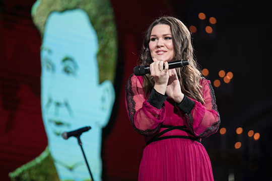 «А если говорить о шоу «Голос», «Песни»… Вспомните победителей. Кто-нибудь вообще их помнит? Да, все сразу вспоминают Дину Гарипову, потому что она из Татарстана»