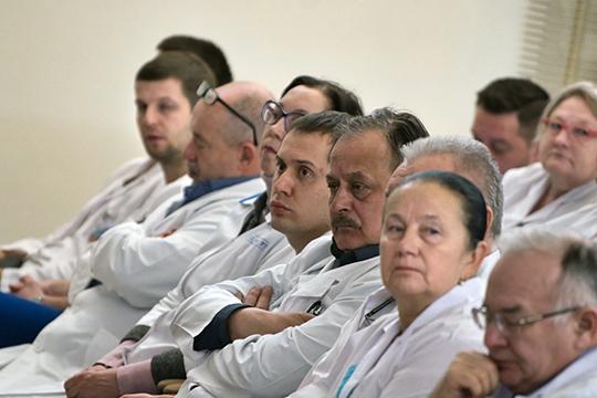 «Больше всего пострадало от этого образование, но и здравоохранение прошло оптимизацию, когда число врачей сократилось на 50 тысяч, число медсестер — на 150 тысяч, урезали койки»