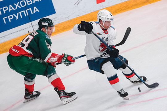 Под игру в большинстве приглашён канадец Чарлз Геноуэй, который на протяжении всех сезонов в КХЛ показывал хорошую результативность (в среднем — 27 очков за сезон)