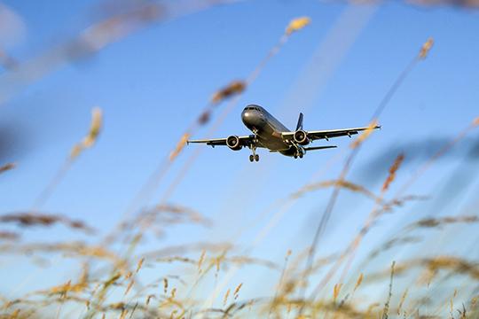 Весь прошлый месяц, как только начался постепенный выход из режима самоизоляции, аэропорт Казани возобновлял рейсы по внутренним направлениям. С 5 мая возобновились полеты в Горно-Алтайск, с 19 мая — в Ярославль, с 22 мая — в Воронеж