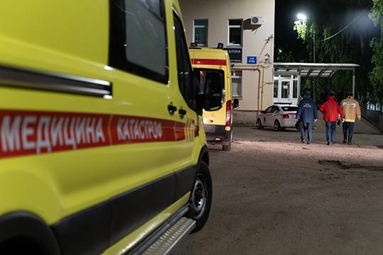 Система ОМС, в которой медицинские организации вынуждены «зарабатывать», во многом привела к разрушению инфекционной службы, скорой помощи и тем самым снизила доступность медпомощи