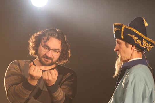 Ильгиз Зайниев (слева): «Вместе с театром мы должны придумать новую форму существования»