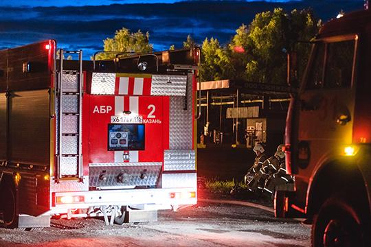 Тушили едкий пожар в 199 человек и 58 единиц техники. Из этого количества 116 человек и 32 единицы техники были из состава МЧС России