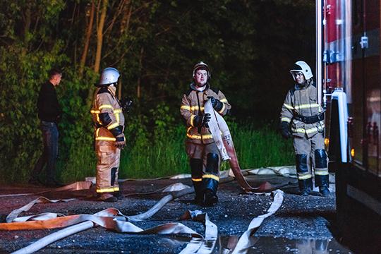 «Наши пожарные подразделения проводят охлаждение рядом стоящих цистерн. Охлаждают, чтобы не перегрелись и не взорвались. Поэтому однозначно сказать, что снята угроза — пока нет, не можем»