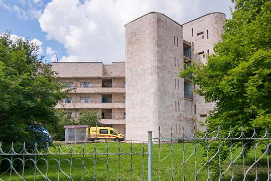 Инфекционная больница Челнов — межрайонный центр по обеспечению биологической безопасности. Кроме челнинцев она обслуживает жителей 17 районов Татарстана