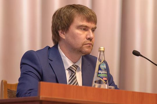Активно муссируются слухи отом, что работой начальника горздраваАлександра Николаеваякобы недовольны вруководстве города инеисключено, что онможет расстаться сосвоей должностью
