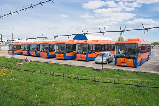 Сейчас вЧелнах пассажиров перевозят 375 единиц транспорта: 67 трамваев и208 автобусов. Пассажиропоток всравнении спериодом допандемии составляет 55% и32%, соответственно