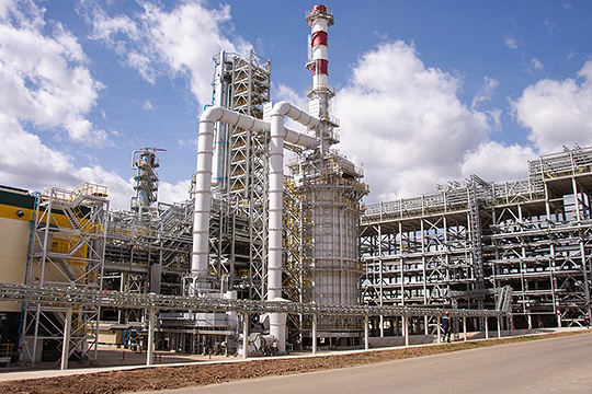 «Планируем вложить в нефтепереработку и нефтехимию порядка 60 млрд рублей. По этим направлениям объем инвестиций не уменьшается, сокращаем только инвестиции в добычу»