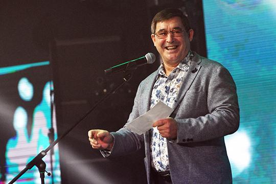 «Уникальный голос нашего дорогого народного артиста известен не только в нашей республике, но и далеко за ее пределами, — сказал о Фатхутдинове мэр города