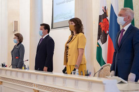 Сегодня депутаты Казгордумы провели очередную сессию с соблюдением повышенных норм санитарной безопасности, социального дистанцирования