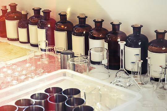 С1октября 2020 года вводится обязательная маркировка ввозимой ипроизводимой парфюмерии, при этом остатки немаркируются имогут оставаться впродаже до1октября 2021 года