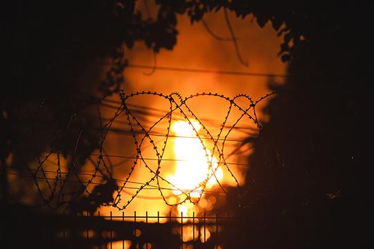 Взрыв на газохранилище произошел 12 июня в 21:56, факел пламени поднимался на 50 м, огонь погас только через 18 часов