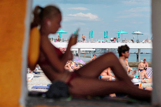 «По нашим оценкам, по итогам года Черноморское побережье в общей сложности принимает почти 20% от всех путешествующих по России. Это очень большая доля»