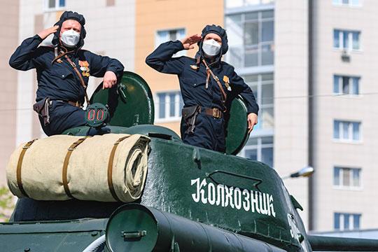 Также планируется проезд 40 единиц военной и исторической техники, в том числе легендарного танка Т-34 «Колхозник Татарии»
