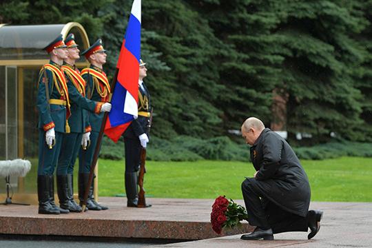 Основными факторами, которые «предопределили величайшую трагедию вистории человечества, были эгоизм государств, трусость, политика умиротворение агрессора, атакже нежелание политических элит искать компромисс», считает Владимир Путин