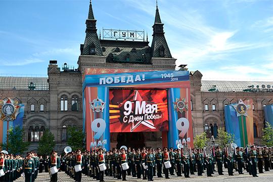Путин говорит, что СССР иКрасная Армия внесли решающий вклад вразгром нацистской Германии. Оннапоминает, что потери нашей страны вгоды Великой Отечественной войны составили почти 27млн человек