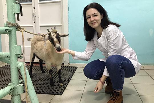 ТретьекурсницаНеля Туболнафакультете ветеринарной медицины постигает специальность ветеринарного врача