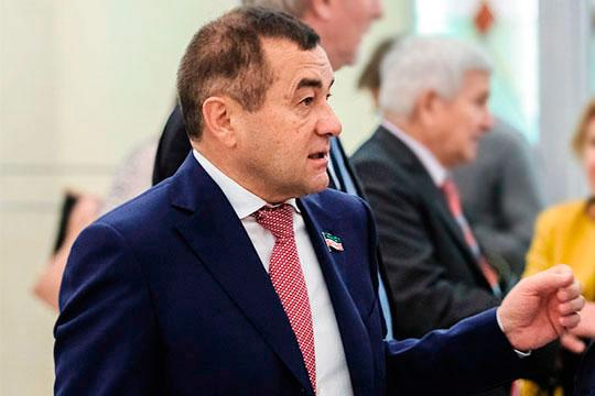Рифнур Сулеймановсчитает, что кобсуждению вопроса нужно подходить комплексно, сопросом ипредпринимателей, оценивая все заипротив