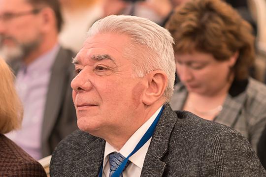 По мнению Юрия Нефедьева, нельзя просто так вернуть декретное время только в одном Татарстане — чтобы избежать возможных логистических и коммуникационных проблем, необходимо общее решение для всего московского часового пояса