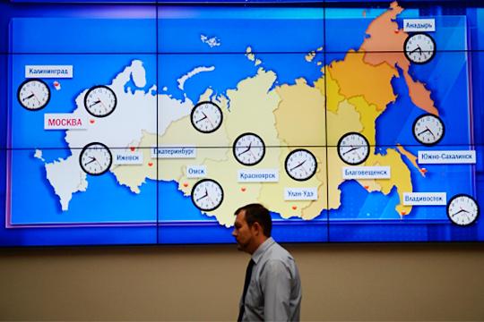 В России «часовые» проблемы решили с учетом астрономии, поделив страну на часовые пояса в 15 градусов. Территории страны делится на 9,5 таких частей, то есть, в России 9-10 часовых поясов и плюс Калининград