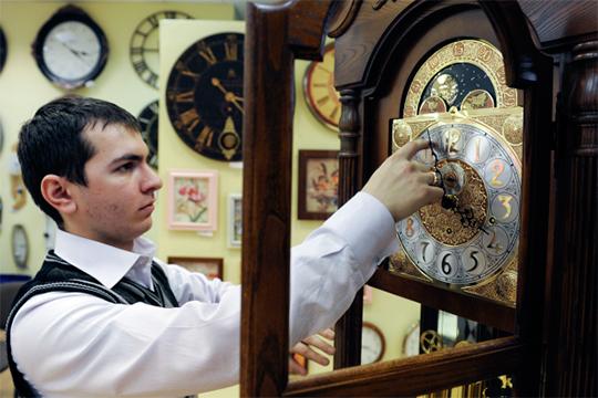 После перехода на постоянное зимнее время в 2014 году жители Ульяновской области потеряли 170 часов светлого времени, а смертность увеличилась на 3,7%. Москва согласилась «отпустить» Ульяновск, и в марте 2016 года область перевела стрелки часов