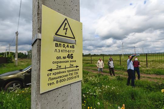 По проекту он пройдет под единственной дорогой, ведущей к 14 участкам, вдобавок попадающим в зону ограничений