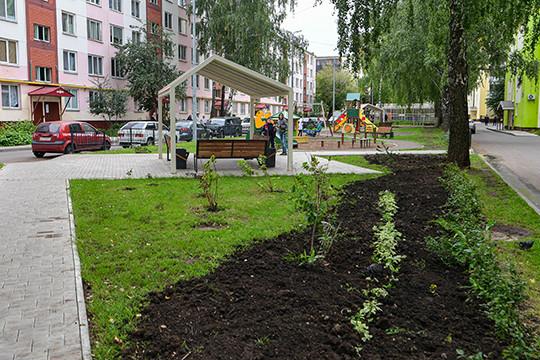 Документ задает массу стандартов застройки и прямо влияет на жизнь казанцев, устанавливая, сколько должно бытьво дворах и на улицах зелени, парковочных мест, как и где размещать мусорные баки, детские площадки и прочие бытовые блага