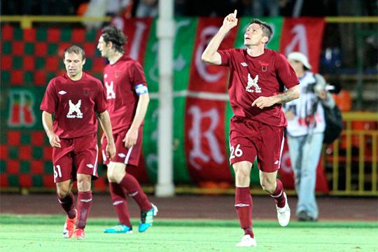 Алексей Медведев (справа)сыграл за«Рубин»44 матча приКурбане Бердыевев2010-м и2011-м годах, асейчас работает главным тренером клуба ПФЛ «Зоркий»