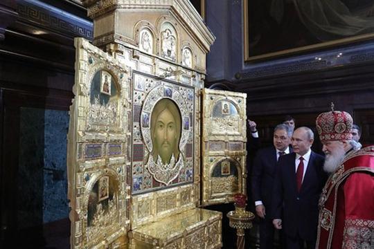 В целом 98% всех изображений храма — это мозаика из смальты, остальное — живопись, что нетипично для православных храмов