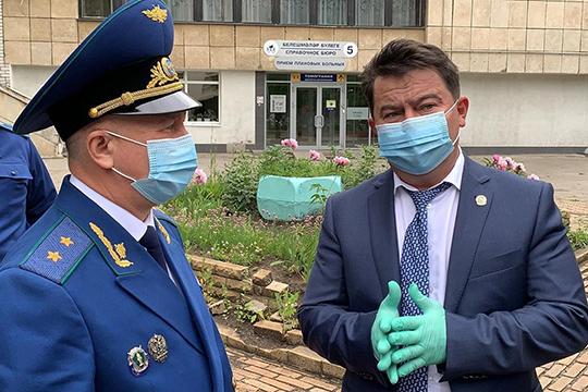 Марат Садыков (справа) сказал, что по делу Слепушкина уже работает ведомственная комиссия, но дабы развеять все сомнения, решено привлечь специалистов из других субъектов РФ