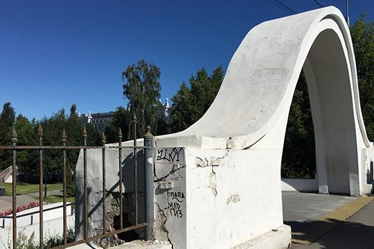 Иван Гущин: «Сегодня арка ипримыкающий кней забор требуют проведение срочных противоаварийных работ»