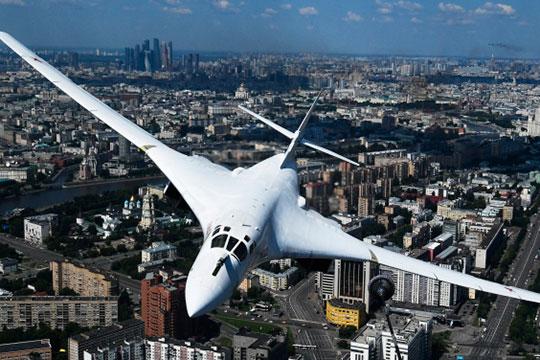 В воздушном параде из казанской продукции участвовали четверка Ту-22М3 и пара Ту-160