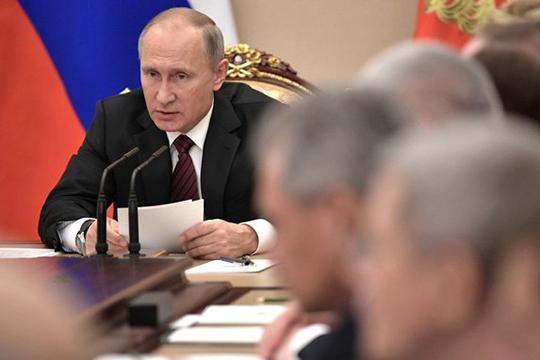 Среди предложенных поправок — приоритет российского законодательства над международным и право Путина переизбираться на новый президентский срок