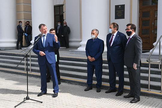 «То, что он открывается сегодня в таком виде, это большое достижение», — рассыпался Хуснуллин в благодарностях строителям, президенту РТ и мэру Казани