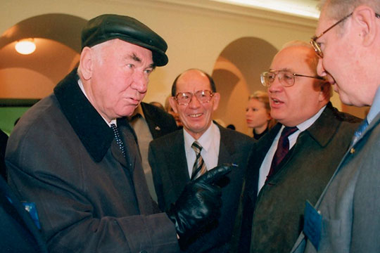 Фикрят Табеев (второй слева), Мансур Хасанов (в центре) и Виктор Садовничий (второй справа)