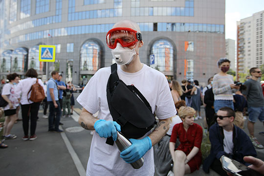 Репер Оксимирон пригласил 2 миллиона своих подписчиков в Instagram прийти на приговор Серебренникову и попросил их быть «полностью защищенными», чтобы не заразиться коронавирусом