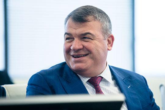 В четверг в Казань прибыл экс-министр обороны Анатолий Сердюков, ныне отвечающий за всю авиастроительную часть «Ростеха» — он индустриальный директор авиационного кластера госкорпорации