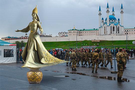 Изначально Сююмбике должна была появиться либо на территории Казанского кремля, либо напротив цирка