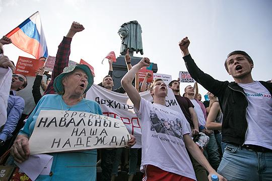 «Навальный даже дважды друг Путина. Он, с одной стороны, снижает явку противников поправок, а с другой стороны, снижает мотивацию на выход на акции протестов»