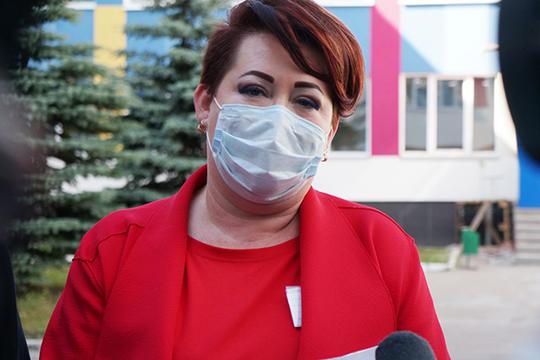 Эльмира Шарипова: «Помимо основных видов работ, рабочие занимаются кровлей, сантехникой, электрикой, отоплением. Также полностью ремонтируются все кабинеты, а также спортивный и актовый залы»