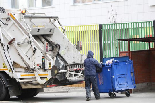 Одну из наболевших обозначил заместитель министра строительства, архитектруры и ЖКХ республики Ильдус Насыров. Это — повальное незаключение договоров на вывоз отходов