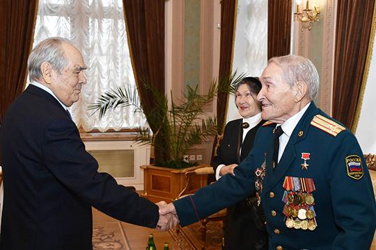 Вчисле тех, кто его поддержал, был Герой Советсткого СоюзаБорис Кузнецов, и госсоветник РТМинтимер Шаймиев