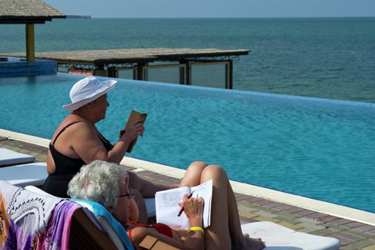 «С открытием отелей для крымских туристов сюда хлынули и материковые гости»