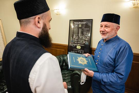 В ДУМ РФ считают, что ивановский муфтий Фярит Ляпин «за неподобающие религиозному служителю действия подлежит Духовному суду» и, в целом, не признают решение о выходе