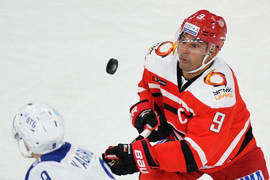 35-летнего Доуса можно назвать лучшим иностранцем в истории КХЛ. В лиге он выступает с 2011 года и за это время набрал 501 очко, стал шестикратным участником Матча звезд