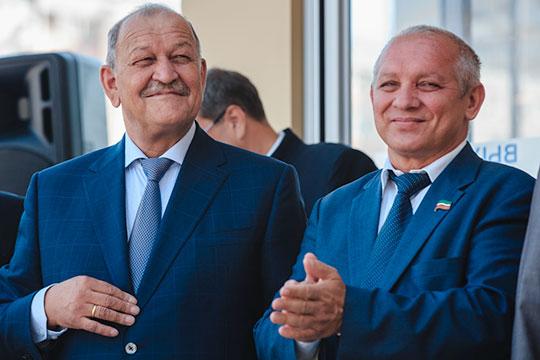 Самым состоятельным среди муповских начальников остается гендиректор МУП «Метроэлектротранс» Асфан Галявов (справа)